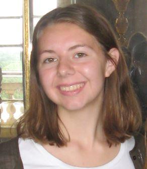Annika Lafyatis : Entertainment Editor